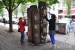 Book Forest: Berlin Turns Fallen Tree Trunks Into a Free Book Exchange! | L'Etablisienne, un atelier pour créer, fabriquer, rénover, personnaliser... | Scoop.it