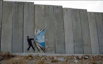 Street Art : Banksy en Palestine - Projet Santa's Ghetto - juillet 2005 | ParisianShoeGals | Mon recueil d'images | Scoop.it