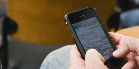 College Students Are Constantly Texting In Class, Study Finds - Huffington Post | BYOD | Scoop.it