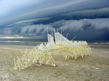 Evolving art: Majestic Strandbeest sculptures come to life on the beach | Sustainable Entertainment - #OneYoungWorld - #HavasSE | Scoop.it