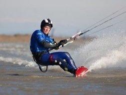 Kite. Vidéo : l'homme qui glisse à plus de 100km/h ! - Le Télégramme | kitesurf | Scoop.it