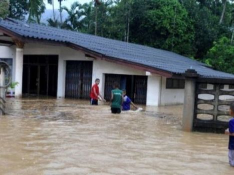 Thai southerners battling rain, flooding | Thailand Floods (#ThaiFloodEng) | Scoop.it