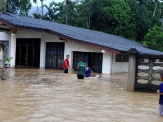 Thai southerners battling rain, flooding | Thailand Floods (#ThaiFloodEng)