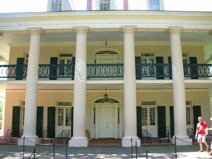 Natalie & Joe's Vampire foodie New Orleans honeymoon | Offbeat Bride | Oak Alley Plantation: Things to see! | Scoop.it
