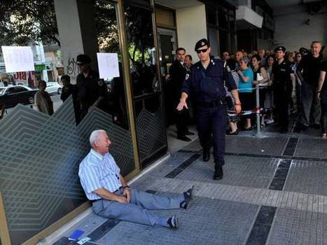 The photograph that shows the human cost of Greece's financial crisis | Visual Culture and Communication | Scoop.it