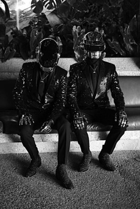 Buzz: Daft Punk en Yves Saint-Laurent pour Carine Roitfled !! (photo) | cotentin webradio Buzz,peoples,news ! | Scoop.it