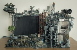 Mecha-inspired casemod is a diorama depicting a gritty, gorgeous battlescene | Heron | Scoop.it