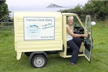 Piaggio Ape is the vehicle of choice for dairy milk round   Vespa Stories   Scoop.it