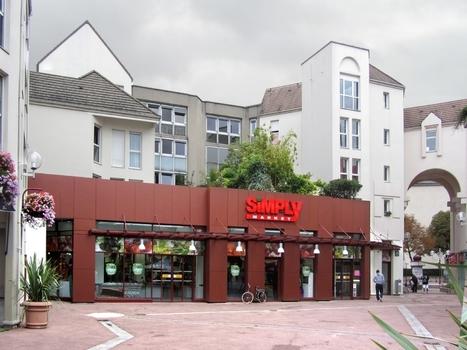 Les hyper et supermarchés jouent la carte du service clients | le commerce de centre ville | Scoop.it