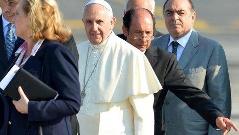 El primer Papa que viaja con un portafolios negro - DiarioPopular.com.ar | Papa Francisco | Scoop.it