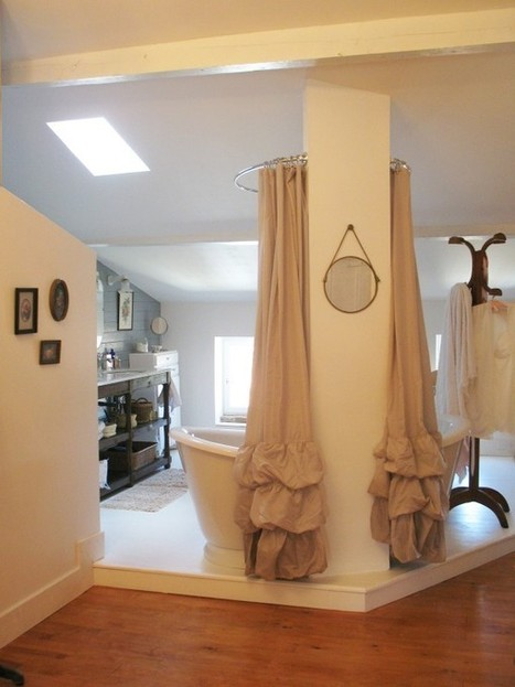 Une salle de bains rétro sous les combles - CôtéMaison.fr   Accessoires salle de bains   Scoop.it