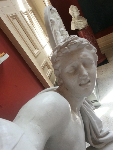 statues taking selfies at ireland's crawford art gallery - designboom | architecture & design magazine | Social Media and culture | Scoop.it