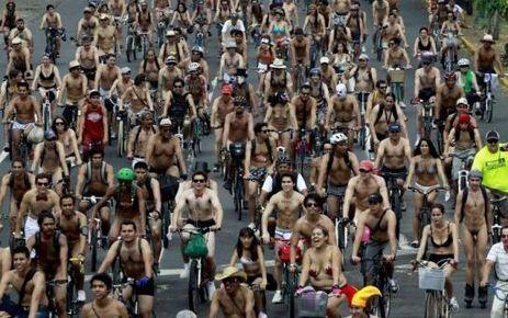 Pour protester contre la pollution, des milliers de mexicains défilent nus à vélo | Géographie : les dernières nouvelles de la toile. | Scoop.it