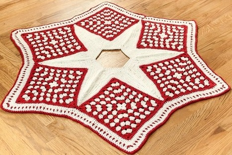 Crochet Christmas Tree Skirt Pattern — Part 1: The Grannies - Petals to Picots   Holiday Decorations   Scoop.it
