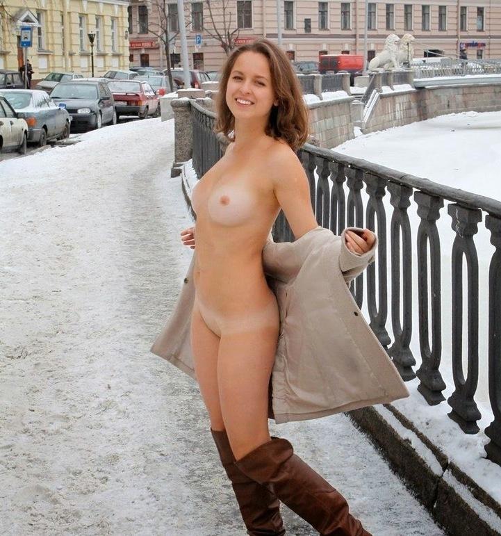 golie-devushki-na-publike-video