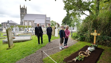 Poem: At the Grave of Seamus Heaney by Harry Clifton | The Irish Literary Times | Scoop.it