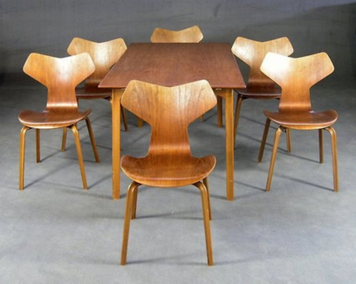 "table ""grandprix"" by Arne Jacobsen 