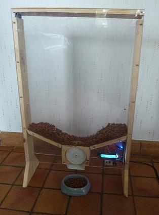 un distributeur automatique de nourriture pour. Black Bedroom Furniture Sets. Home Design Ideas