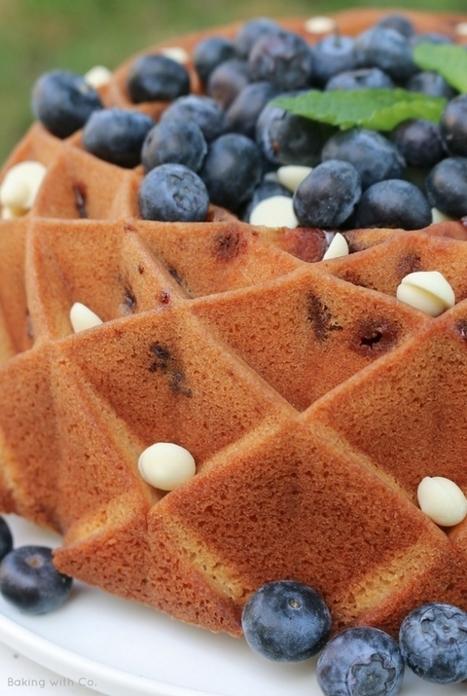 Bundt cake de chocolate blanco y arándanos | Passion for Cooking | Scoop.it