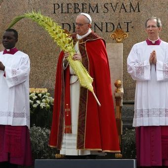 Pope Francis keeps it spontaneous on Palm Sunday - USA TODAY | Pope Francis | Scoop.it