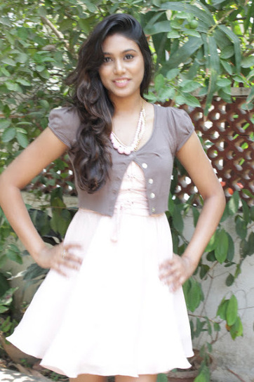 Actress Manisha Yadav At Vazhakku Enn 189 like a School Girl | Indian Fashion Updates | Scoop.it