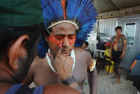 Amazonian natives put on war paint during their ongoing protest against the construction of the Belo Monte hydroelectric dam near Altamira | ARAWA network news | Scoop.it