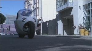 Une voiture-moto électrique à la stabilité contrôlée par gyroscopes | Social Network for Logistics & Transport | Scoop.it