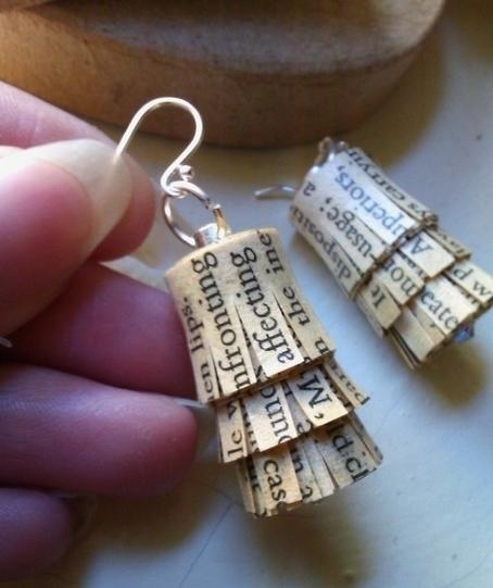 old novel text earrings | Cargoh | Reciclando un poco! | Scoop.it