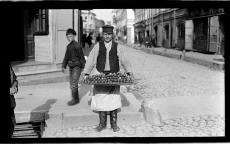 Moscow Cucumber Street Vendor 1909 | Flickr - Photo Sharing! | Métiers des rues | Scoop.it