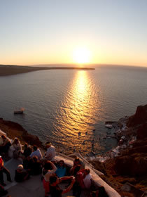Cyclades Traveller | Santorini, Oia | What to see? | Dive into the Sunset | travelling 2 Greece | Scoop.it