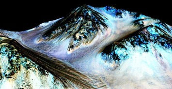Next dive trip: Mars. Who's in? - NASA Confirms Evidence That Liquid Water Flows on Today's Mars | #scuba | Scuba Diving | Scoop.it
