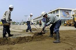 [eng] Dans des écoles de Fukushima , des travaux de décontamination résonnent | JapanRealTime | Japon : séisme, tsunami & conséquences | Scoop.it