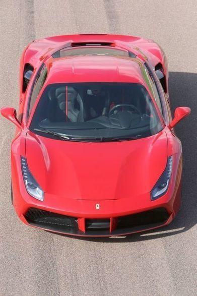 Essai Ferrari 488 GTB (2015) : deux turbos pour changer d'ère ! | Voitures anciennes - Classic cars - Concept cars | Scoop.it