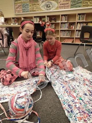 Students crocheting beds for Haiti earthquake victims - Paris Star | Fiber Arts | Scoop.it