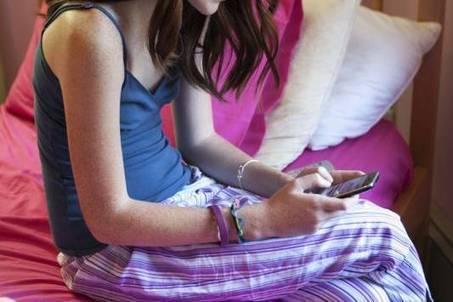 Vmbo'er 3,5 uur per dag online op telefoon | ICT Nieuws | Scoop.it