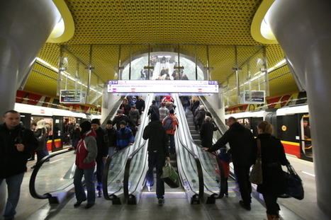 Poetry brightens up Warsaw metro | Poland becomes trendy these days! | Scoop.it