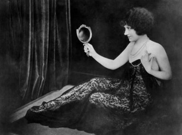 Vintage Beauty with Mirror | Sex History | Scoop.it