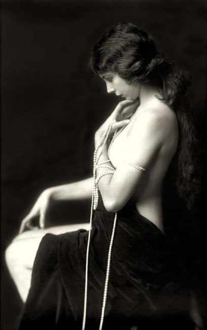 Partial Coverage - Pinup History Part 6: Alfred Cheney Johnston | Boudoir and Glamour Photography | Scoop.it
