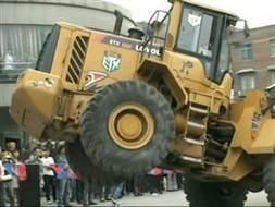 20 ton machine dances to 'Gangnam Style' | Strange days indeed... | Scoop.it