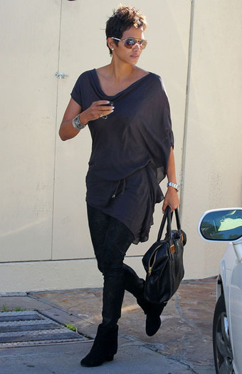 Celebrity style: Halle Berry wearing Tod's sunglasses | Le Marche & Fashion | Scoop.it