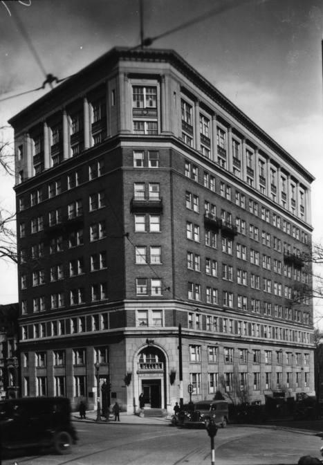 Medical Art Building (1538, rue Sherbrooke Ouest, à l'angle de la rue Guy), 26 mars 1936   Photos ancestrales de Montréal   Scoop.it