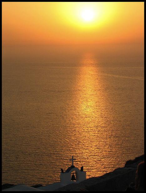 Sunset at Oia on the island of Santorini, Greece | Mis imágenes | Scoop.it