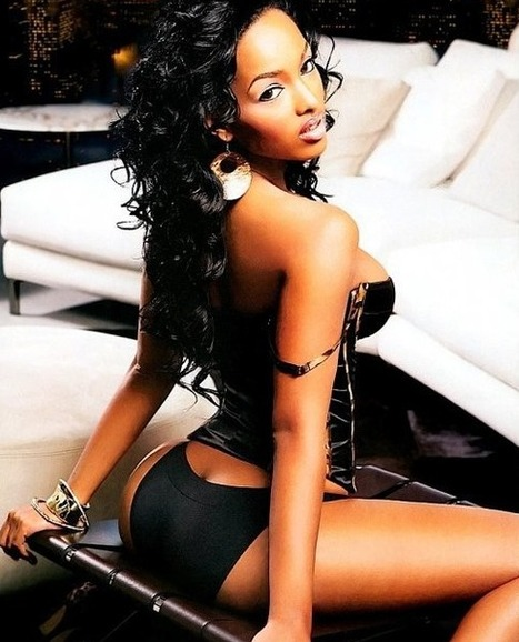 GetAtMe-LolaMonroe How is it that one of the worlds most photographed woman, No one knows she rap (#Amazing) | GetAtMe | Scoop.it