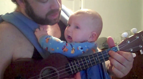 Hallelujah! Dad Soothes Crying Baby With A Ukulele | world news | Scoop.it