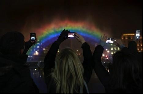Channel 4 créé un superbe arc-en-ciel nocturne en plein Londres | streetmarketing | Scoop.it