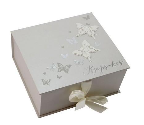 Minde-æske med sommerfugle - Prinsessens Bryllup | Bordpynt Til Bryllup, Invitationer Til Bryllup | Scoop.it