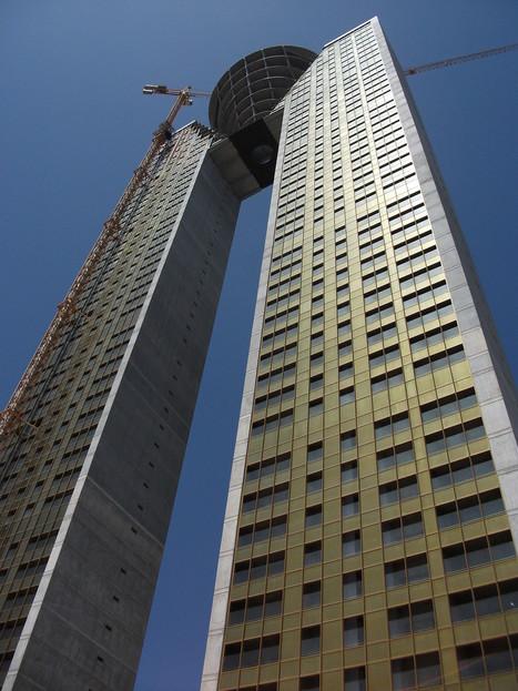 En Espagne, les architectes de l'Intempo, un immeuble de 47 étages, oublient les ascenseurs | Music, Videos, Colours, Natural Health | Scoop.it