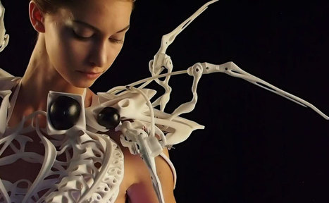 This 3D-Printed Spider Dress Uses Robotic Arms To Defend Your Personal Space | IPAD, un nuevo concepto socio-educativo! | Scoop.it