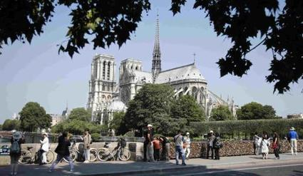 French tourism industry 'on its knees' | IOL | Business Video Directory | Scoop.it