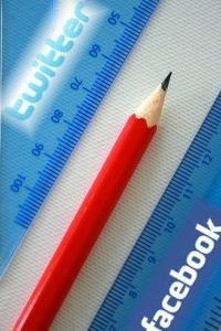 Social Engagement: Is it a Real Metric? [INFOGRAPHIC] | Infographics and Social Media | Scoop.it